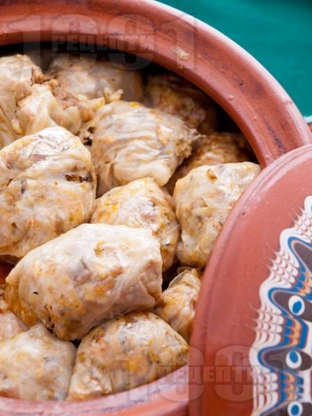 Постни сарми от кисело зеле с ориз в глинен съд - снимка на рецептата